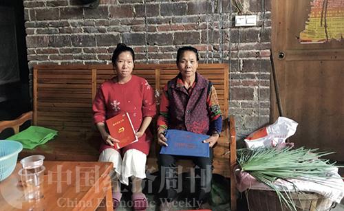 36-3 鄭冬素(左)和婆婆李連姣