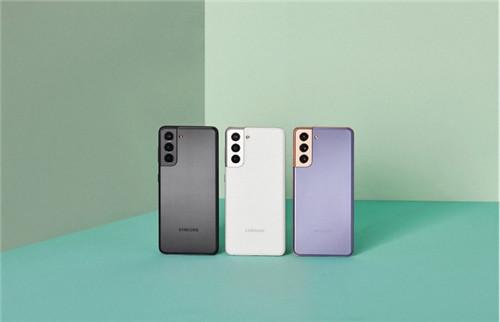 图1:三星Galaxy S21 5G拥有墨影灰,丝雾白,梵梦紫三款配色