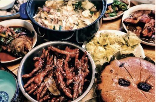078北風的妻子用家鄉寄來的食材做了一桌有家鄉年味兒的年夜飯