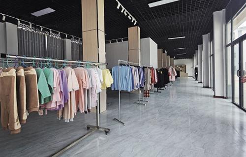 24-1 于都县银坑镇建设中的服装批发零售市场