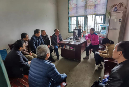 2021年4月,中央第六生態環境保護督察組在湖南省湘西州花垣縣與電解錳企業負責人開展座談。