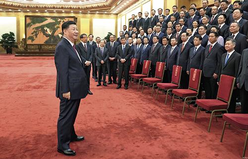 6 月29 日,中共中央总书记、国家主席、中央军委主席习近平在北京会见全国优秀县委书记。
