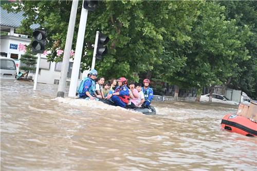 藍天救援隊在河南水災2