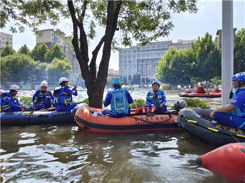 藍天救援隊在河南水災4