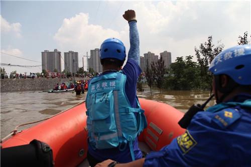 藍天救援隊在河南水災6